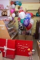 красная коробка с шарами стерлитамак, заказать коробку-сюрприз с шарами внутри в Стерлитамаке, коробка с шариками Стерлитамак, Шарминатор, доставка шаров Стерлитамак, гелиевые шары с доставкой Стерлитамак, телефон доставки шаров Артёма Арба