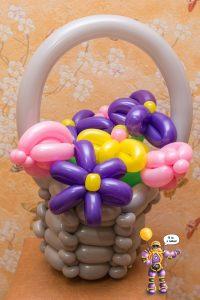 Корзинка цветов из шариков